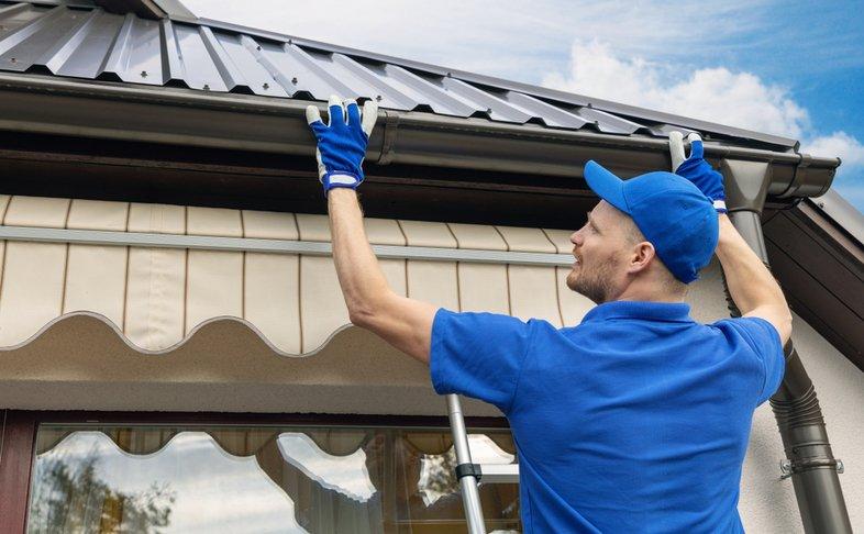 professional eavestrough repair